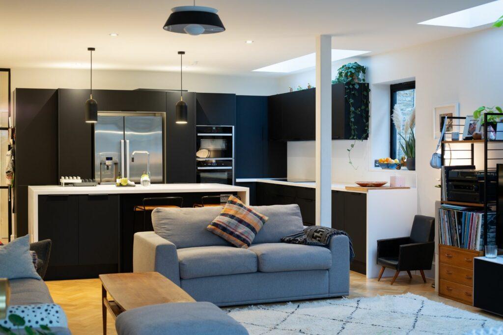 Black Kitchen in Flat